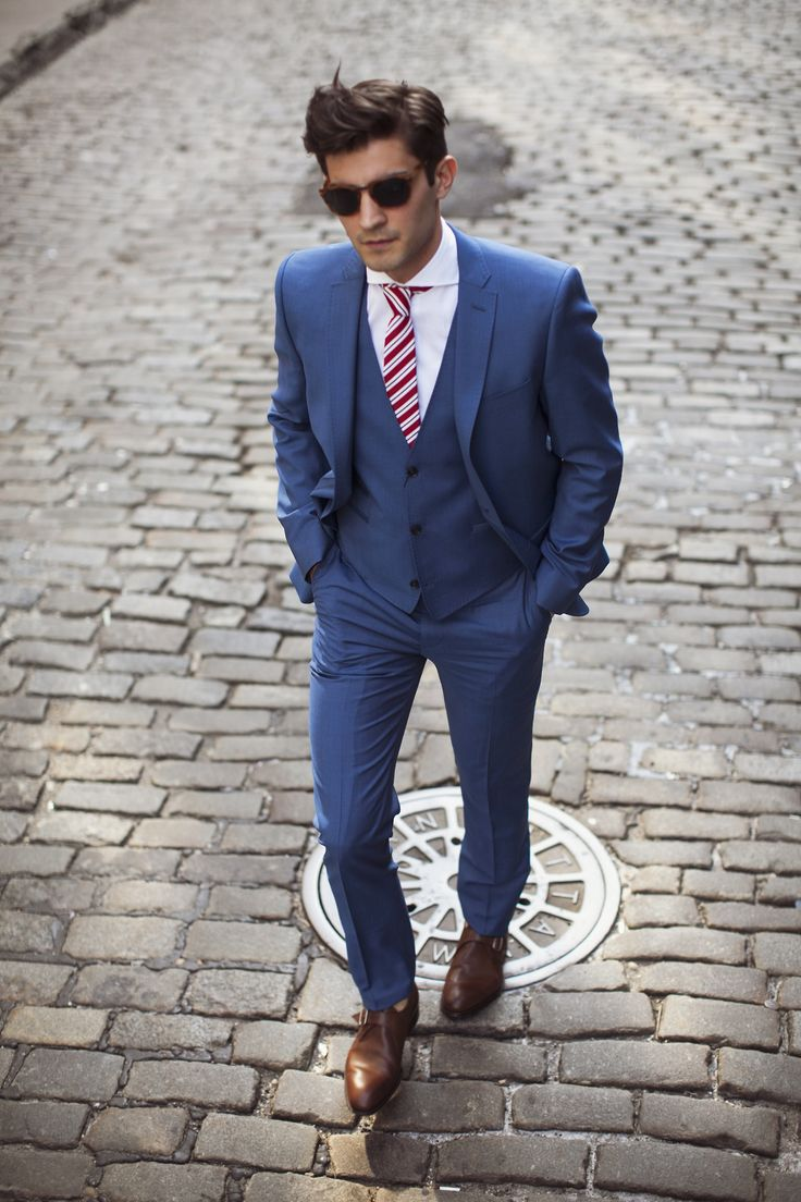 Terno Azul mais claro, com Gravata Vermelha e Sapato Marrom mais claro,  muito massa! Que tal pra um Casamento durante o dia tarde  2bdddf25b8