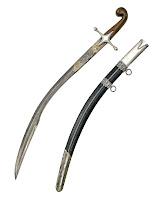 Üzerinde Arapça yazılar olan eski bir Osmanlı kılıcı ve kını