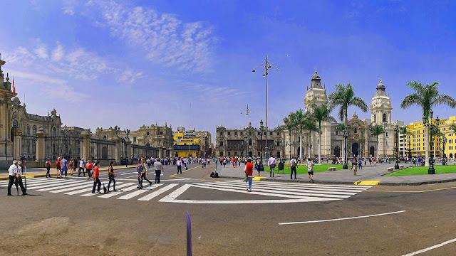 Du lịch Santiago, sẽ thật hối tiếc lớn nếu bạn bỏ qua quảng trường Armas, một nét quyến rũ rất riêng nằm ngay giữa thủ đô xinh đẹp. Quảng Trường Plaza de Armas ở Santiago được mệnh danh là trái tim, là linh hồn vì đó chính là trung tâm của thành phố xinh đẹp này.    Nơi đây còn hội tụ những kiến trúc đóng vai trò quan trọng trong cuộc sống của người dân địa phương như Nhà thờ thành phố Santiago, Bưu điện Trung Ương, Toà Án Hoàng Gia hay Tòa Đô Chánh Santiago.