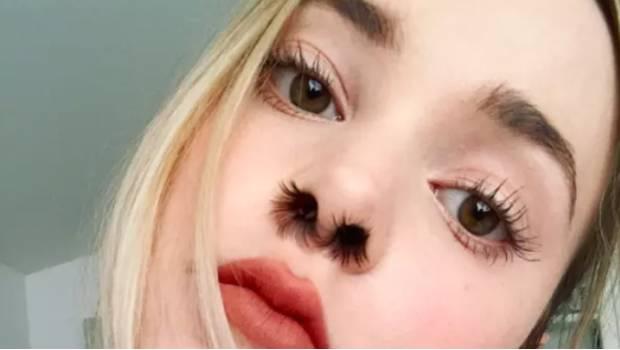Extensiones del pelo de la nariz, la nueva tendencia en Instagram
