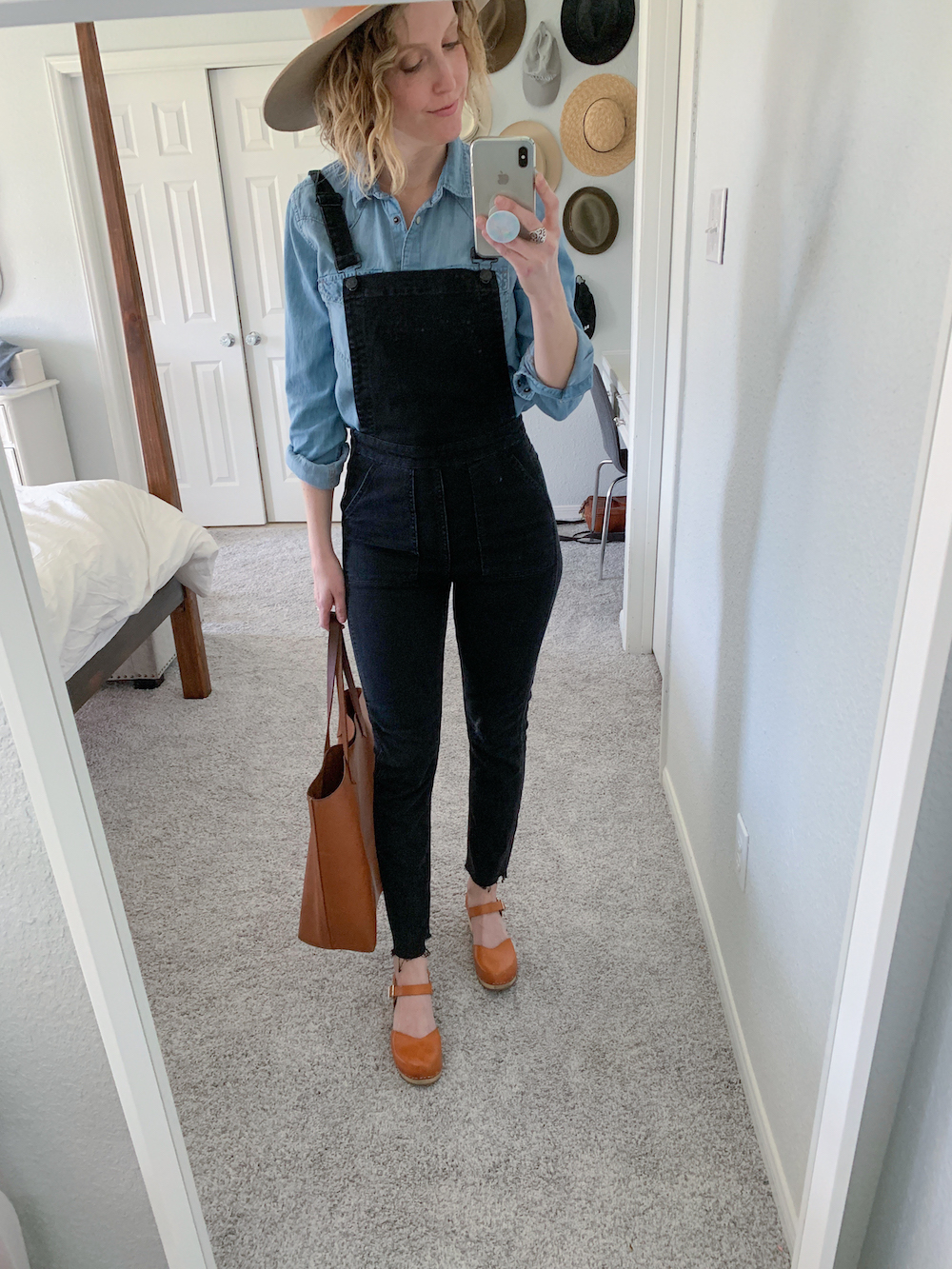 how to style denim overalls, overalls, clogs, how to style clogs, styling clogs, Swedish hasbeens, Swedish hasbeens clogs, styling overalls, casual overalls, six ways to style overalls, Jesse Coulter blog, Austin blogger, Austin fashion blogger, mom overalls, madewell overalls, mom style blogger, mom fashion blogger, Austin Texas, Austin blogger, black overalls