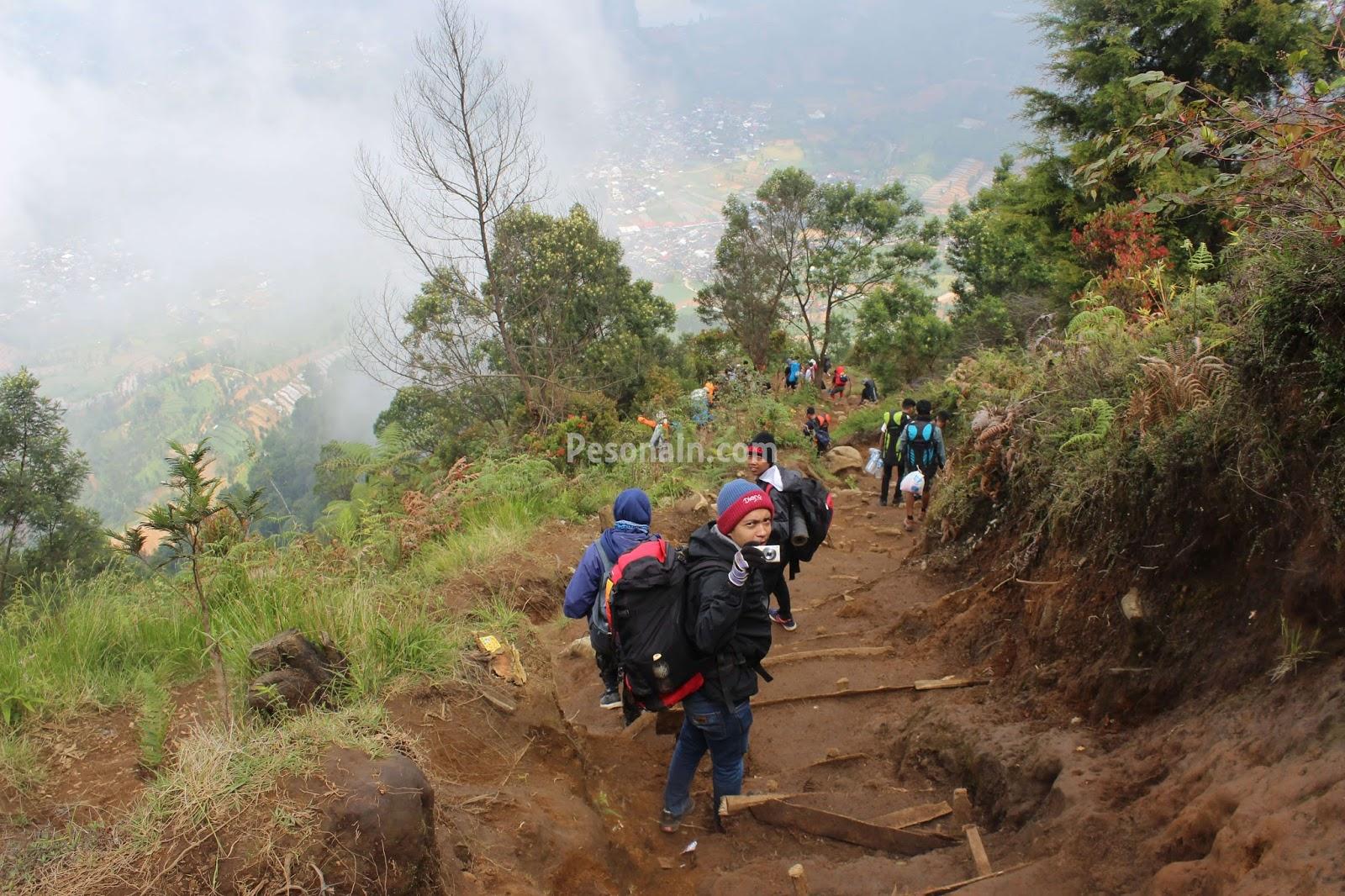 Pesona Keindahan Gunung Prau yang Akan Membuat Anda Malas Pulang