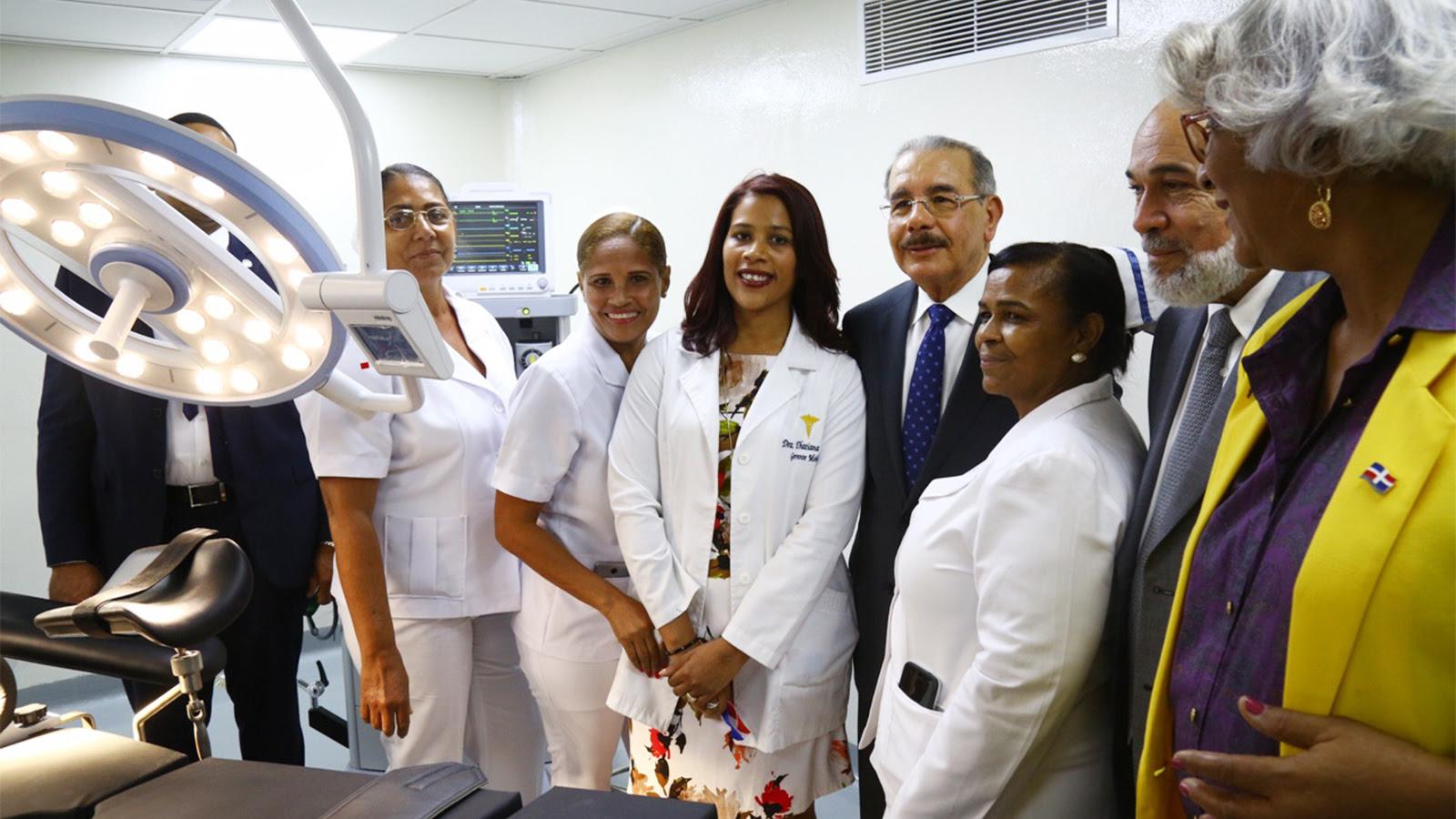 Presidente hace realidad el sueño de habitantes de Duvergé. Les entrega un moderno hospital