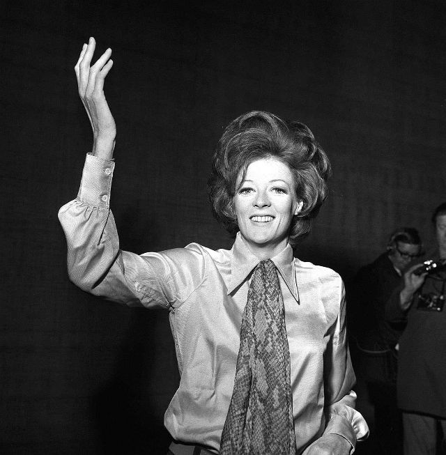 30 gorgeous black and white photos of a young maggie smith