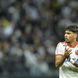 Gols de Lucas Paquetá-dois (foto Divulgação-CBF) e Renê. O Flamengo assumiu  a terceira colocação com 52 pontos. 0630e0b9abde0
