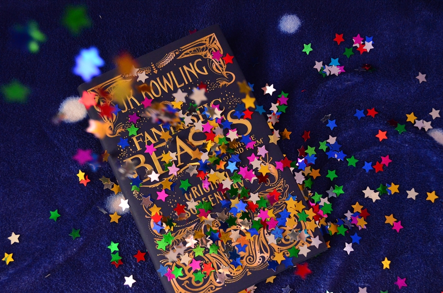 stelute pe coperta carte fantastic beasts and where to find them the original screenplay j.k. rowling
