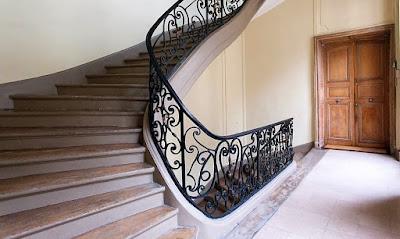 SPLENDID STAIRCASE IN LE MARAIS MANSION RUE ST GILLE