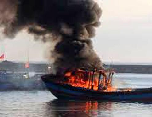 Tàu cháy ở Lý Sơn