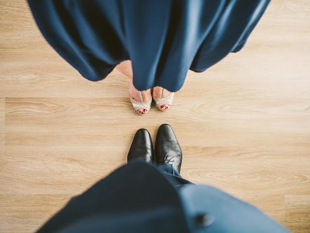 czarna%2Bsukienka%2Bna%2Bwesele2 - Czarna sukienka na weselu wygląda żałobnie?