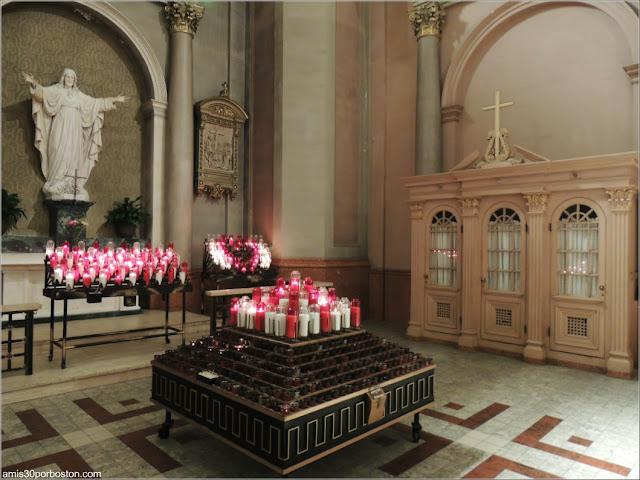 Basílica-Catedral Marie-Reine-du-Monde: Interior