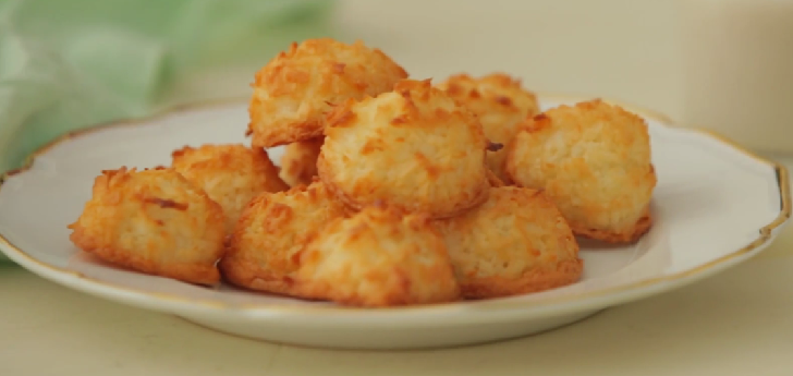 Crisp on the outside and chewy on the inside coconut macaroons