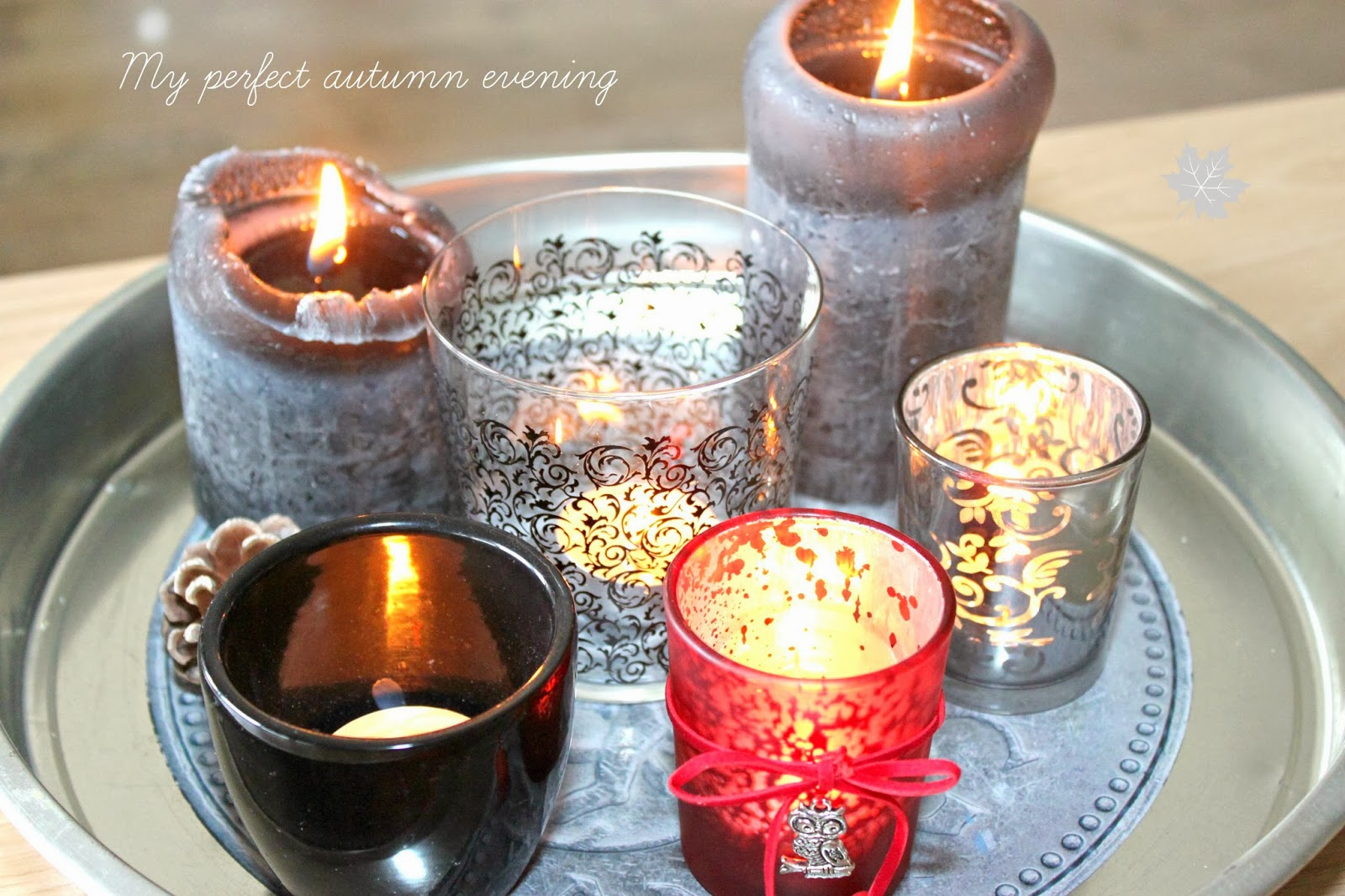 świeczniki na tacy