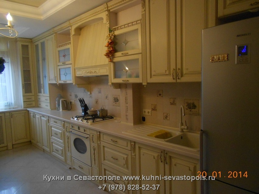 Интерьер деревянной кухни Севастополь