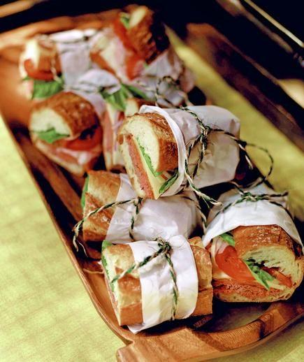 Resopón basado en pequeños bocadillos para tu boda - Foto: Pinterest