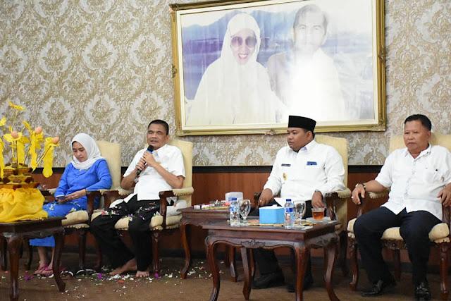 Bupati Asahan Taufan Gama Simatupang dan Istri (kanan), Walikota Tanjungbalai M Syahrial dan Wakil Walikota Drs Ismail di acara upah-upah.