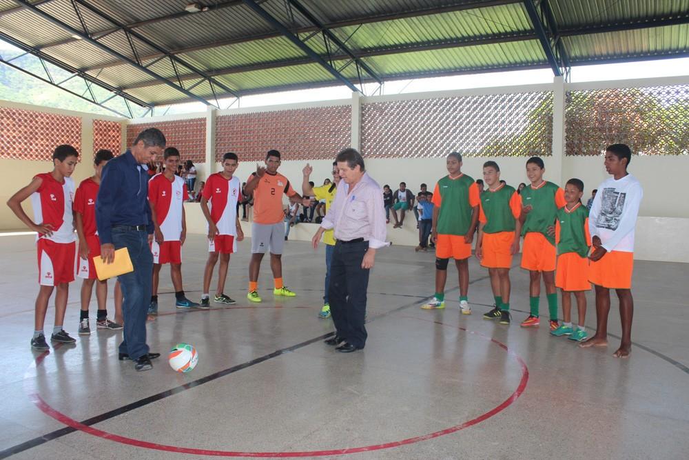 36e270033a Antônio Carlos   Alvorada do Norte GO  Escola Odília é reformada e ...