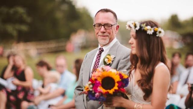 travenusa.com-ayah mendampingi putrinya yang akan menikah