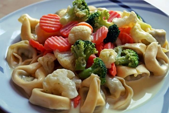 Tortellini mit Gemüse-Sahne-Soße