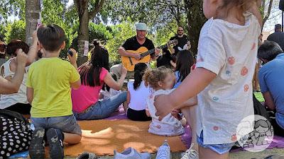 Taller de iniciación a la música para bebés en el Parque de Consolación de Utrera, en la I Jornada #UtreraEnFamilia.