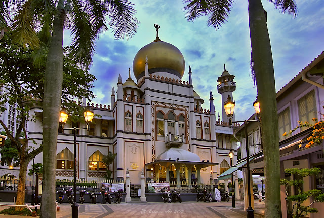 Masjid Sultan in Kamping Glam