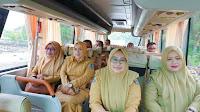 Naik Bus Menuju Kantor, Bupati Bima Ingin Berbaur dengan Staf