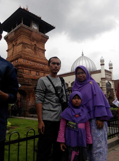 Masjid Menara Kudus Terkenal di Jawa Tengah yang telah Syifa Kunjungi