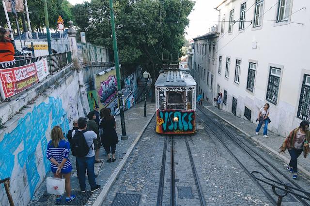 ケーブルカー「グロリア線(Elevador da Gloria)」
