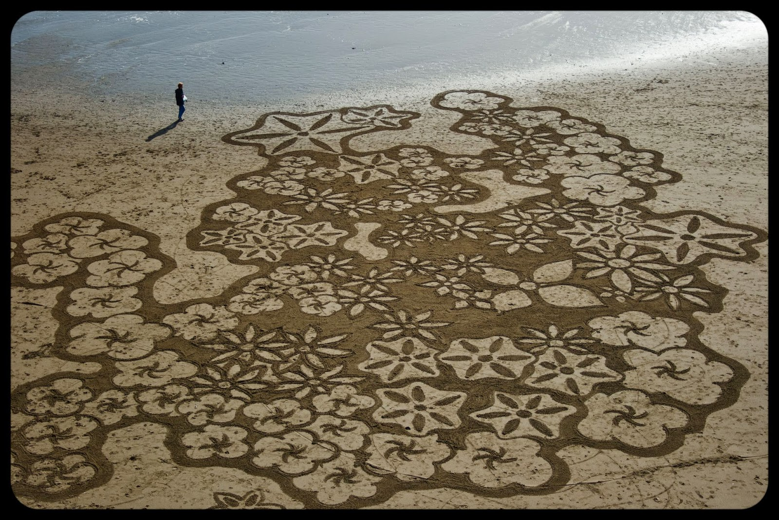 3 Man Uses A Rake On The Beach To Create Masterful Works Of Art