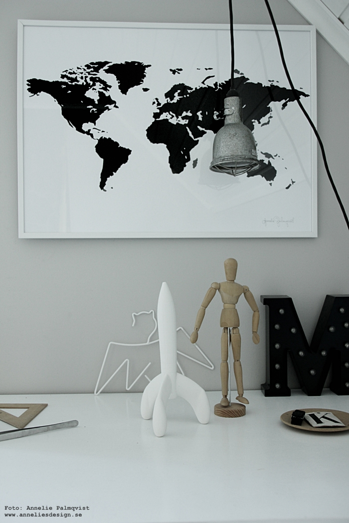 annelies design, webbutik, webshop, nätbutik, världskarta, världskartor, ,karta, kartor, inredning, svartvit, svartvita, svart och vitt, raket, inredningsdetalj, mannequin, modelldocka, tavla, tavlor, konsttryck, poster, posters, print, prints, arbetsrum, arbetsrummet, ateljé, arkivskåp, bukowskis auktion, batman, galge, galgar, hängare, vitt, vit, vita, svart, svarta,