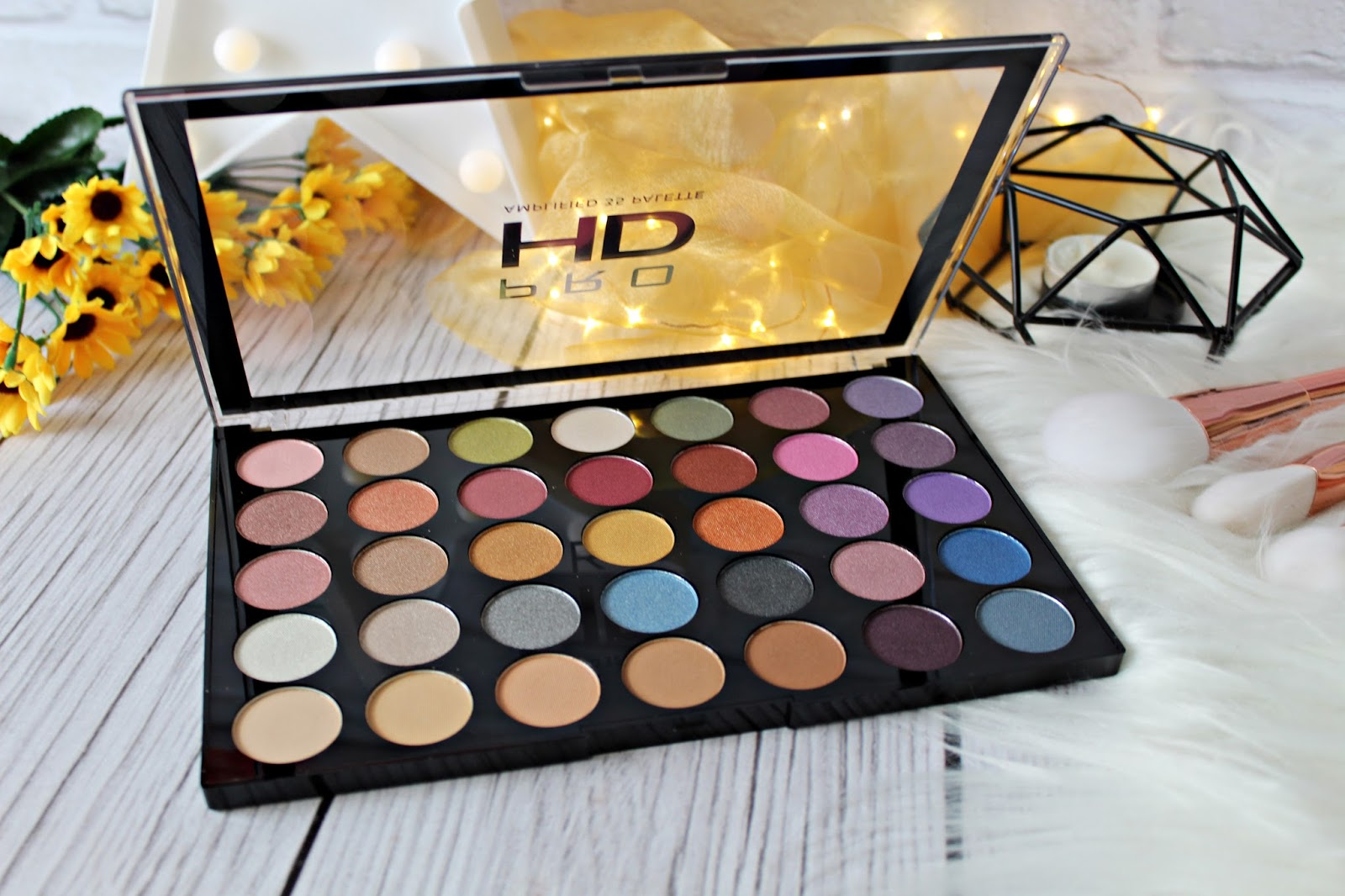 MAKEUP REVOLUTION PRO HD AMPLIFIED paleta 35 cieni do powiek EXHILARATE