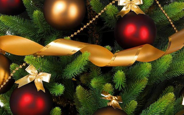 3D kerst achtergrond met kerstballen in de kerstboom