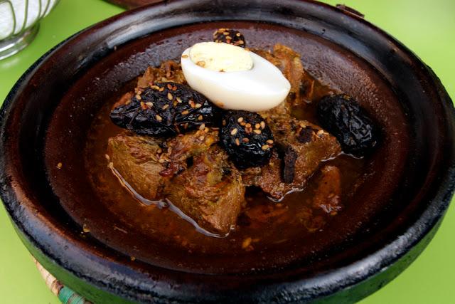 Tajín de carne y ciruelas en el restaurante Lune D'or