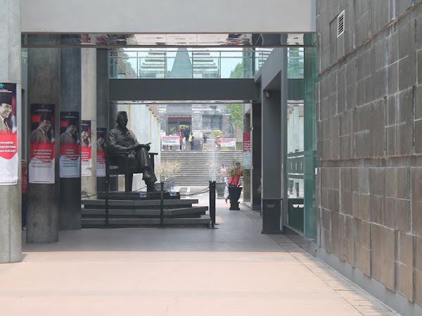 Wisata Sejarah di Makam Bung Karno