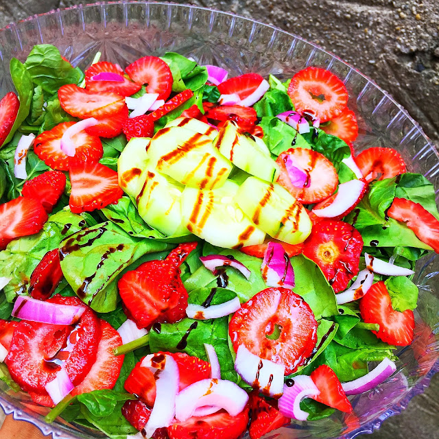 strawberry salad, strawberry spinach salad, summer salad recipe, cucumber salad, cucumber recipes, strawberry and cucumber spinach salad, spinach salad, healthy salad recipes