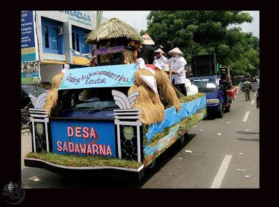 """Pawai Alegoris Desa Sadawarna """"Ladang ku kucuprakan tinu leutak"""""""