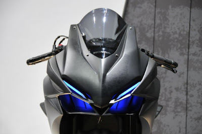 Honda 2016 CBR250RR front look hd pose