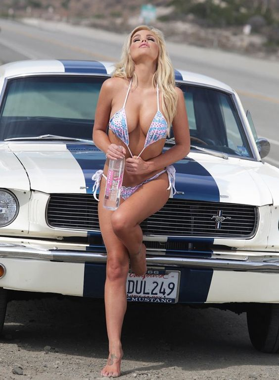 Affordable Auto Insurance >> Ford Mustang with Sexy Models - Car Insurance - Technology News - Travel Tips - Health Insurance