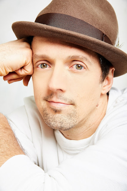 "Musical guest Grammy Award-winner Jason Mraz (""I'm Yours"")."