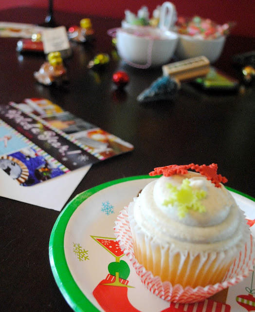 Fuel your Christmas card night with cupcakes. See the whole party fun at FizzyParty.com