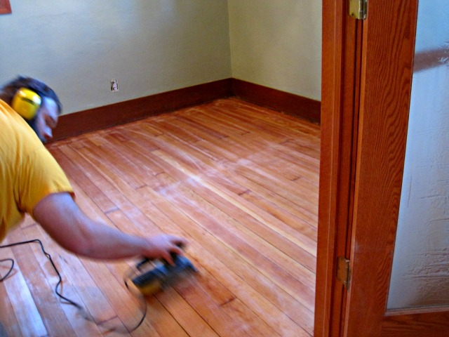 sanding hardwood floor between coats of varnish