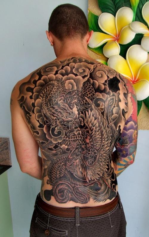Tatuajes en la espalda de dragon japonés