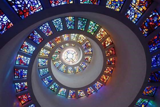 Những ô kính màu đẹp vòng quanh thế giới
