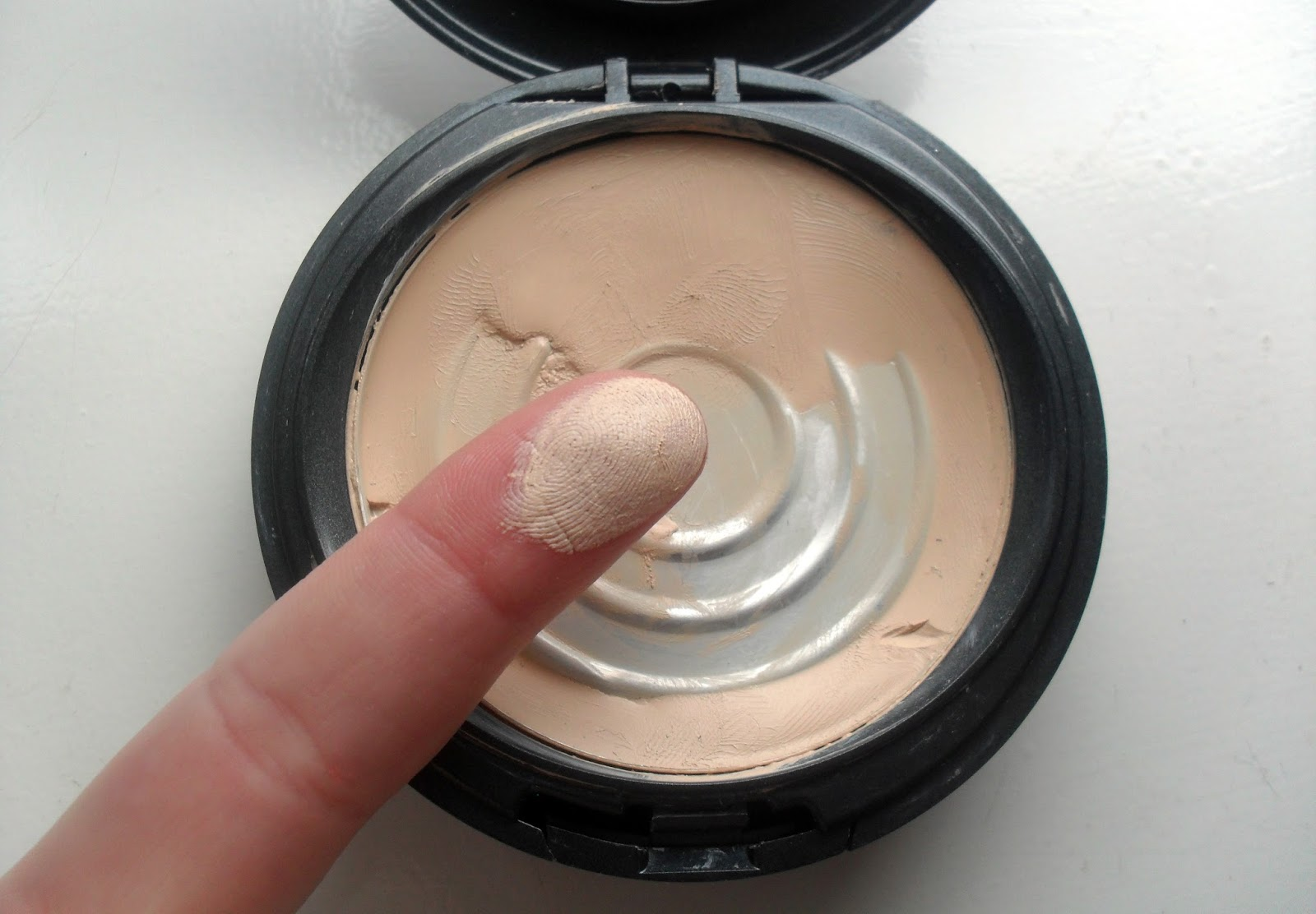 Liquid Foundation Brush by Cover FX #16