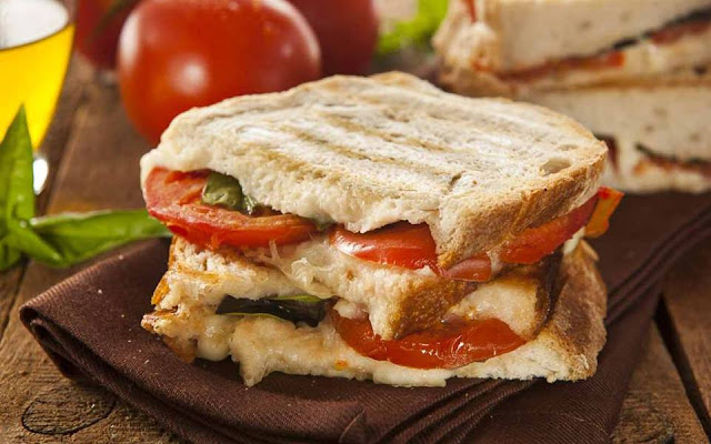 Grilled Tomato Cheese Sandwich