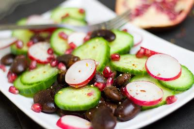 Bunter Salat mit selbstgemachtem Granatapfel-Honig-Essig