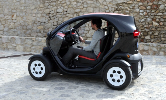 Renault Twizy 45 on the move