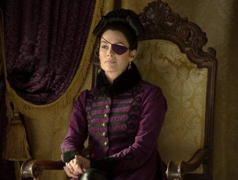 Lady Catherine de Bourgh (Lena Headey) en Orgullo y prejuicio y zombis - Cine de Escritor