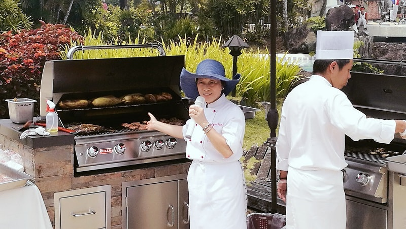 Chef Jessie discussing how cool to have this Bull Grills on your backyard!
