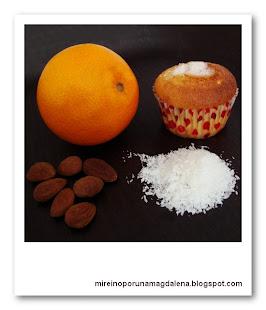Magdalenas de coco, almendra y naranja
