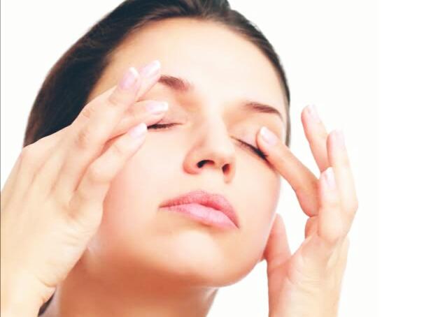 Manfaat baby oil untuk mata